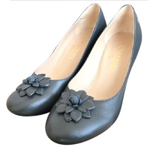 Chanel Gray Leather Flowers Dark Gray Pumps