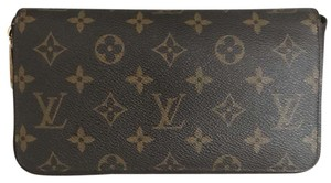 Louis Vuitton Zippy Wallet organizer