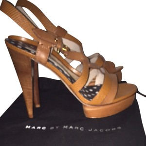 Marc by Marc Jacobs Cognac Pumps
