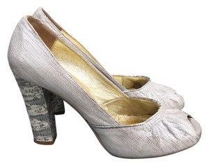 Twelfth St. by Cynthia Vincent Classic Chic Business Party Bohemian Silver and Snakeskin Pumps