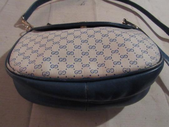 Gucci Petite But Roomy Excellent Vintage Unusual Colors Rare Early Great For Everyday Cross Body Bag