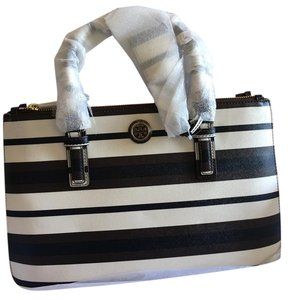 Tory Burch Satchel in black, white