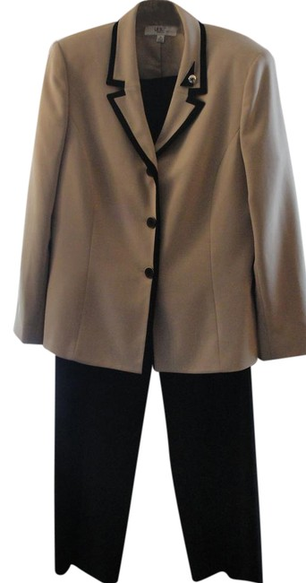 Item - Beige/Black Beige/Tan Pant Suit Size 14 (L)