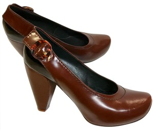 Marc Jacobs Brown / black Pumps