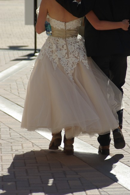 Item - Coffee Ivory Tulle and Satin 8465 Vintage Wedding Dress Size 2 (XS)