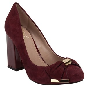 Vince Camuto Chunky Merlot Bow Gold Comfortable burgundy Pumps