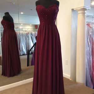 Mori Lee Bordeaux Chiffon 128 Modern Bridesmaid/Mob Dress Size 22 (Plus 2x)