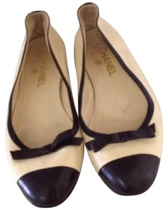 Chanel Cream with black leather Flats