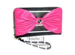 Betsey Johnson BLACK/BONE STRIPED OVERSIZED ZIP AROUND FUCHSIA BOW/ TRAVEL WALLET