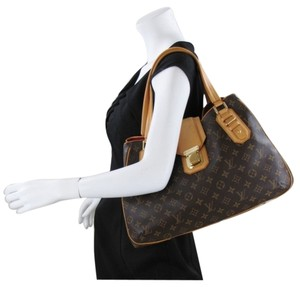 Louis Vuitton Griet Hobo Artsy Shoulder Bag
