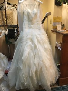 St. Patrick Ivory Tulle Arona 2013 Ball Gown Elegantl Formal Wedding Dress Size 12 (L)