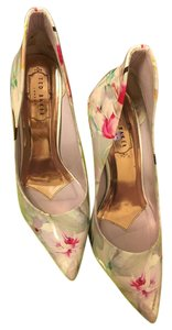 Ted Baker white Pumps