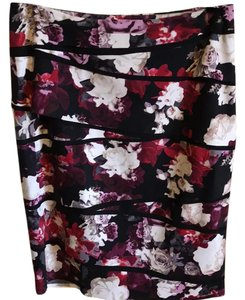 White House | Black Market Skirt flowered print