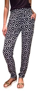 Mika & Gala Highwaisted Silky Printed Relaxed Pants Black and white