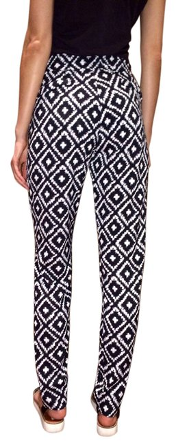 Preload https://img-static.tradesy.com/item/2113405/black-and-white-printed-cross-silky-lf-stores-pants-size-8-m-29-30-0-2-650-650.jpg