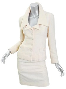 Chanel VINTAGE Ivory BOUCLE Gold CC Buttons Classic Skirt Jacket Blazer Suit