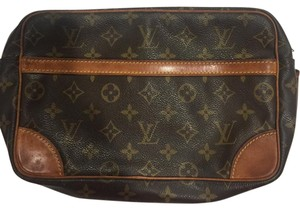 Louis Vuitton Leather Gold Hardware Shoulder Bag