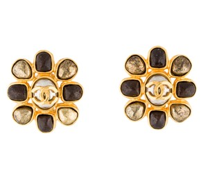 Chanel Gold-tone Chanel interlocking CC clip on earrings