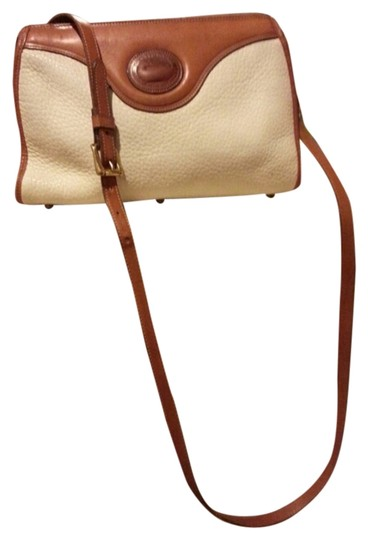 Preload https://img-static.tradesy.com/item/2114035/dooney-and-bourke-awl-white-british-tan-trim-all-weather-leather-shoulder-bag-0-0-540-540.jpg