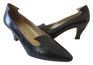 Sergio Zelcer Genuine Leather Scalloped Navy/Black Pumps