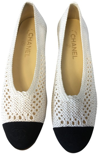 Preload https://img-static.tradesy.com/item/21143548/chanel-whiteivory-classic-stretch-crochet-fabric-cc-cap-toe-ballerina-ballet-leather-flats-size-eu-3-0-2-540-540.jpg