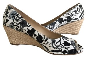 Isaac Mizrahi Open Toe Sandals Black and White Floral Print Wedges
