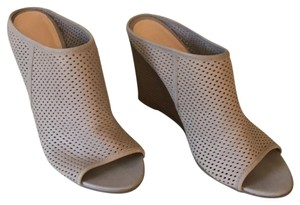 Kenneth Cole taupe Wedges
