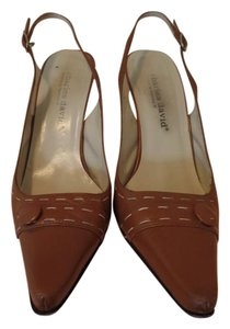 Charles David Exposed Stitching Button Cute Unique Comfortable Beige Pumps