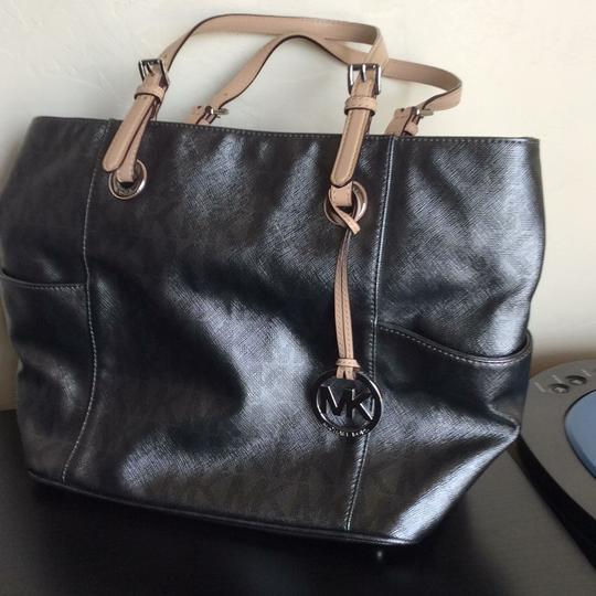 Michael Kors Tote in Metallic silver but subtle, not shiny Image 1