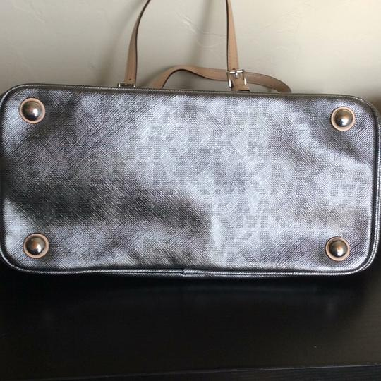 Michael Kors Tote in Metallic silver but subtle, not shiny Image 5