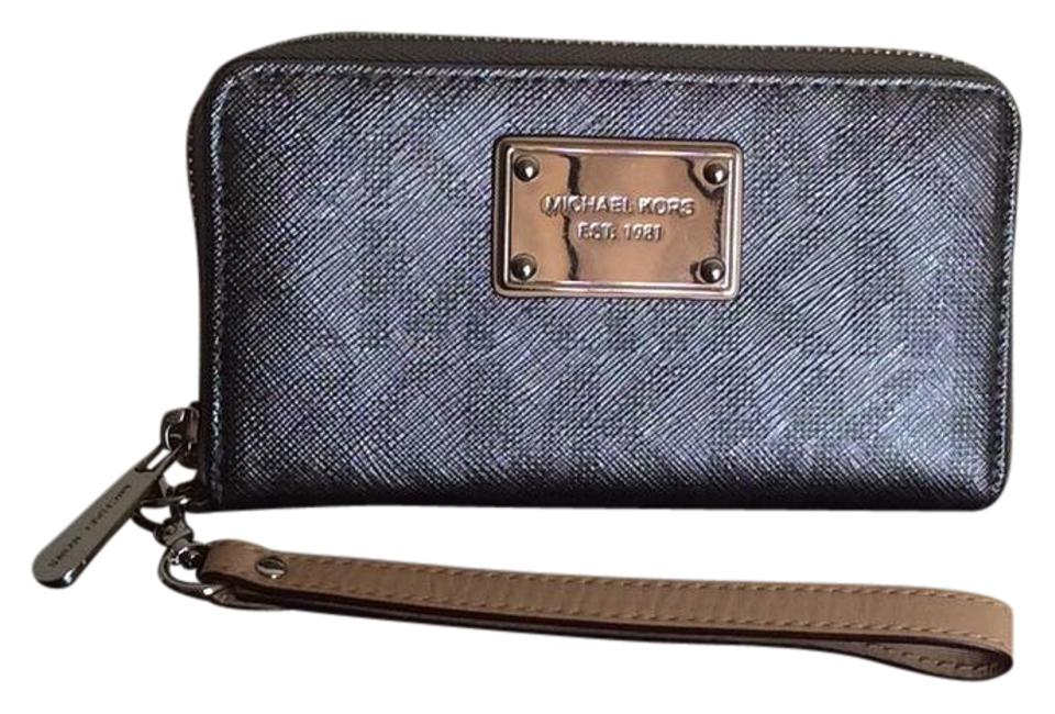 b7c9ea56672f71 Michael Kors Clutch/Wallet Also Have A Listing For Matching Mk Tote ...