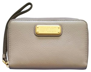 Marc by Marc Jacobs Wristlet in Gray