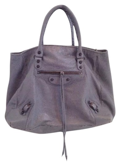 Preload https://item1.tradesy.com/images/balenciaga-the-classic-city-large-grey-leather-shoulder-bag-2114505-0-1.jpg?width=440&height=440