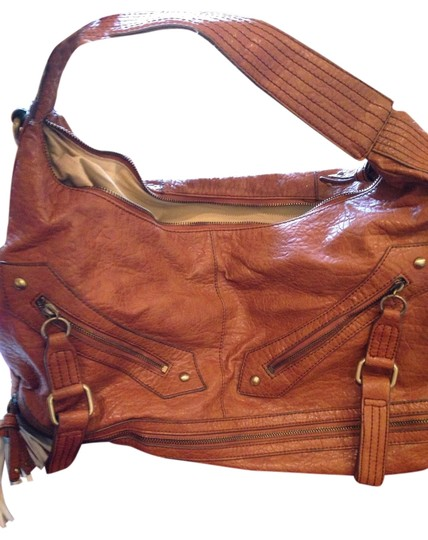 Preload https://img-static.tradesy.com/item/2114519/camel-leather-shoulder-bag-0-0-540-540.jpg