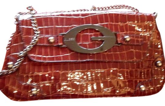 Preload https://item1.tradesy.com/images/guess-brown-patent-leather-clutch-2114545-0-0.jpg?width=440&height=440