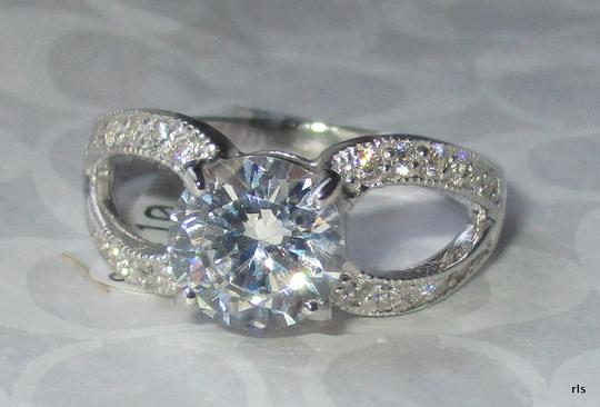 rlss Sterling Silver Round 1.2CTW Simulated Diamond Ring Split Shank Band Image 1