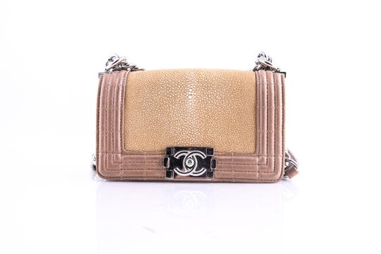 Preload https://img-static.tradesy.com/item/21145866/chanel-stingray-limited-shoulder-bag-0-0-540-540.jpg
