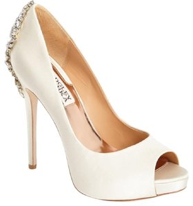 Badgley Mischka Crystal Satin Wedding Platform Ivory Pumps