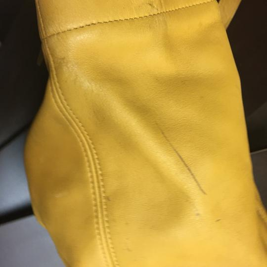 Coach Tote in mustard Image 11