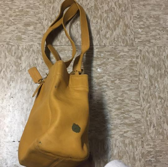 Coach Tote in mustard Image 2
