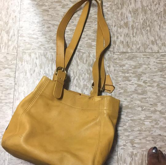 Coach Tote in mustard Image 3