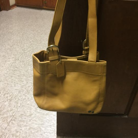 Coach Tote in mustard Image 4