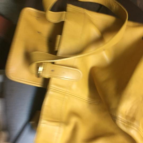 Coach Tote in mustard Image 5