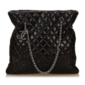 Chanel 7cchto006 Tote in Black