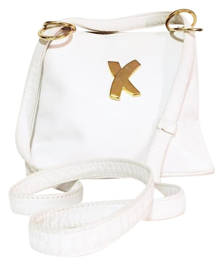 Preload https://img-static.tradesy.com/item/21149921/paloma-picasso-vintage-signature-gold-hardware-white-leather-shoulder-bag-0-1-540-540.jpg