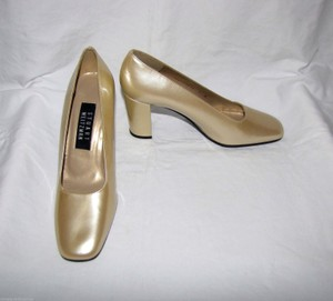 Stuart Weitzman Gold Vintage Leather 7b Pumps Size US 7 Regular (M, B)