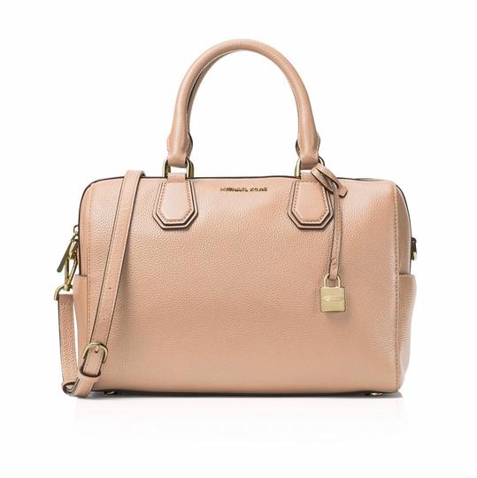 Preload https://img-static.tradesy.com/item/21152768/michael-michael-kors-mercer-medium-duffle-oyster-beige-leather-satchel-0-0-540-540.jpg
