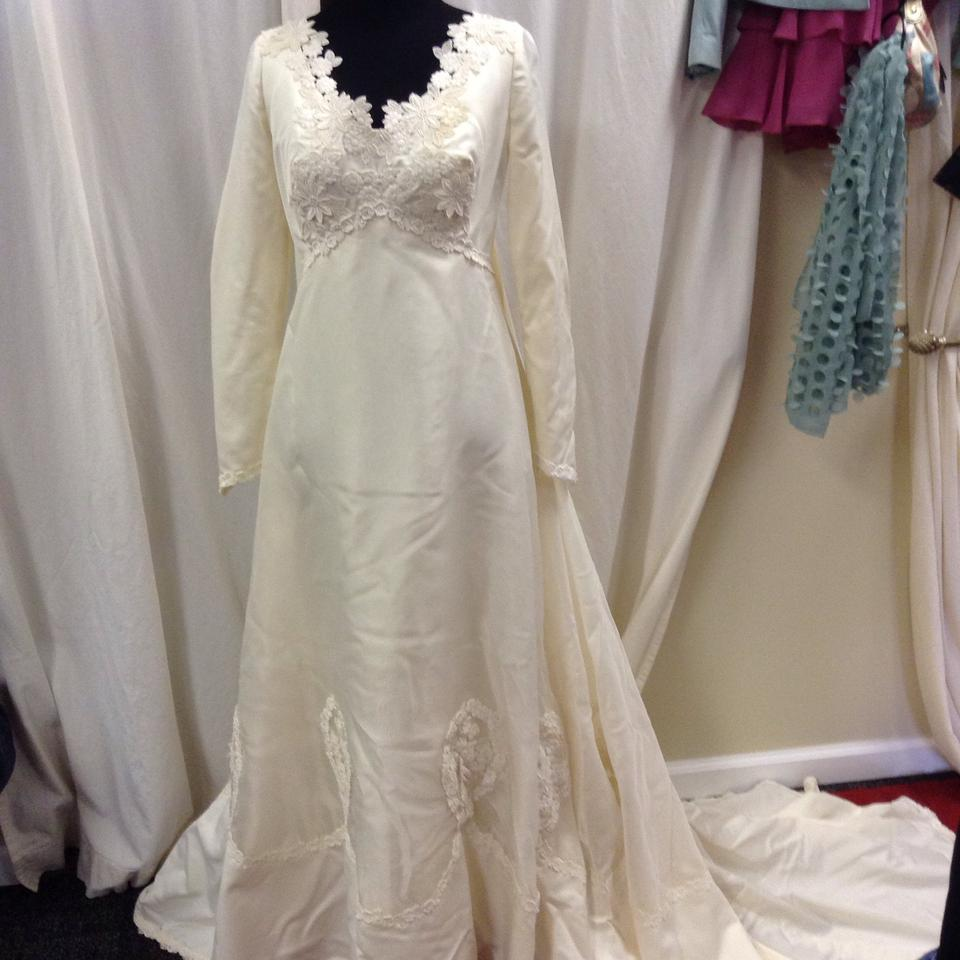 Ivory Lace Couture 50's Bridal/Wedding Gown/Cathedral Veil