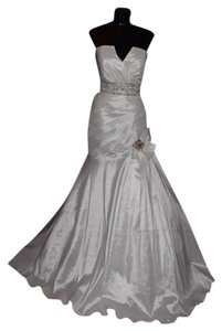 Riva Designs Ivory Unknown Wedding Dress Size 10 (M)