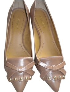 Nine West Kitten Heel Comfortable Color Wood Heals Kiltie And Bows Caramel Pumps